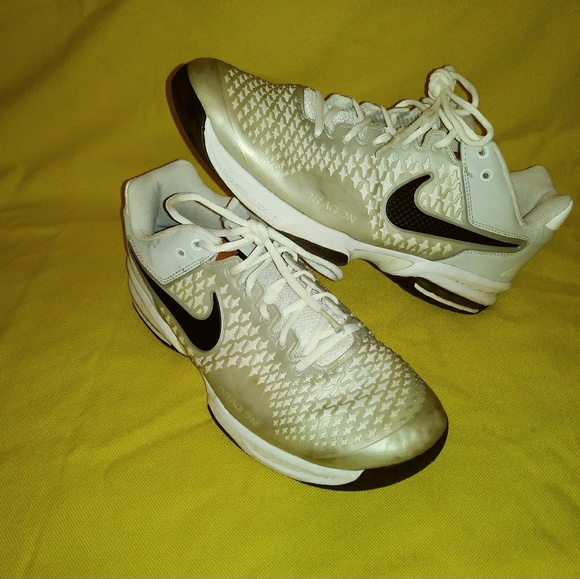 NIKE AIR MAX CAGE TENNIS SHOES, MENS 10, PREOWNED